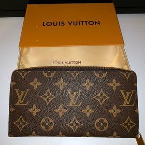 Authentic Louis Vuitton Monogram Zippy Wallet